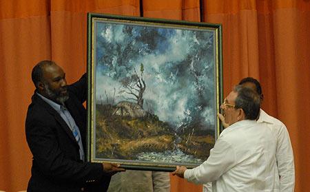 Artista pinareño Humberto el negro obsequia un cuadro